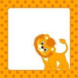 Διανυσματική κάρτα προτύπων με το λιοντάρι μωρών και το υπόβαθρο σημείων Πόλκα Στοκ Εικόνες