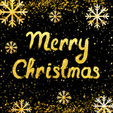 Διανυσματική κάρτα Χαρούμενα Χριστούγεννας με τη χρυσές εγγραφή και τις χιονοπτώσεις ελεύθερη απεικόνιση δικαιώματος