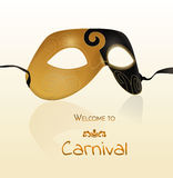 Διανυσματική χρυσή μάσκα καρναβαλιού με τη λαμπρή σύσταση Κάρτα πρόσκλησης, υποδοχή σε καρναβάλι Διανυσματική απεικόνιση