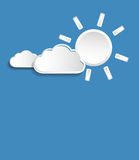 Διανυσματικός ήλιος με τα πιό άσπρα μικρά σύννεφα απεικόνιση αποθεμάτων