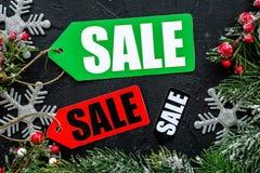 διανυσματικός χειμώνας κειμένων πώλησης ανασκόπησης Η πώληση ονομάζει κοντά στους κομψούς κλάδους στη μαύρη τοπ άποψη υποβάθρου Στοκ φωτογραφία με δικαίωμα ελεύθερης χρήσης