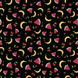 Διανυσματικό άνευ ραφής σχέδιο με τα θερινά φρούτα στο μαύρο υπόβαθρο διανυσματική απεικόνιση