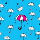 Διανυσματικό άνευ ραφής σχέδιο ομπρελών και πτώσεων βροχής Στοκ Εικόνες