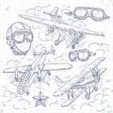 Διανυσματικό αναδρομικό biplane, καθορισμένα παλαιά αεροσκάφη εικονιδίων σε ένα υπόβαθρο των σύννεφων, πειραματικά κράνος και γυα Στοκ Φωτογραφία
