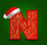 Διανυσματικό γράμμα Ν αλφάβητου με το καπέλο Χριστουγέννων και χρυσά snowflakes Στοκ Φωτογραφίες