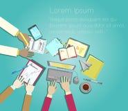 Διανυσματικό επίπεδο σχέδιο συνεδρίασης των επιχειρησιακών ομάδων, χέρια επιχειρηματιών στην εργασία γραφείων στοκ εικόνα με δικαίωμα ελεύθερης χρήσης