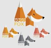 Διανυσματικό καθιερώνον τη μόδα minimalistic λογότυπο αλεπούδων στο επίπεδο ύφος Στοκ εικόνα με δικαίωμα ελεύθερης χρήσης
