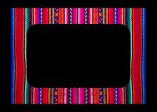 Διανυσματικό μεξικάνικο πλαίσιο που απομονώνεται στο μαύρο υπόβαθρο Ζωηρόχρωμα σύνορα στην κεντητική κλωστοϋφαντουργικών προϊόντω στοκ φωτογραφίες