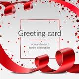 Διανυσματικό πρότυπο εμβλημάτων ευχετήριων καρτών εορτασμού με την κόκκινη κορδέλλα και κομφετί στο άσπρο υπόβαθρο, πλαίσιο για τ ελεύθερη απεικόνιση δικαιώματος
