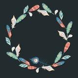 Διανυσματικό πλαίσιο κύκλων των ζωηρόχρωμων φτερών στο σκοτεινό υπόβαθρο Στοκ Εικόνα