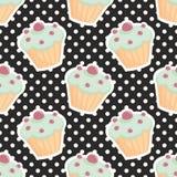Διανυσματικό σχέδιο κεραμιδιών με τα cupcakes και τα σημεία Πόλκα στο μαύρο υπόβαθρο Στοκ φωτογραφίες με δικαίωμα ελεύθερης χρήσης