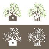 Διανυσματικό σχέδιο λογότυπων δέντρα και μικρό σπίτι Στοκ Φωτογραφία