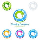 Διανυσματικό σχέδιο λογότυπων υπηρεσιών καθαρισμού, φιλική έννοια Eco για το εσωτερικό, σπίτι και οικοδόμηση απεικόνιση αποθεμάτων