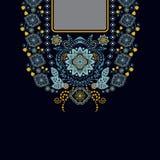 Διανυσματικό σχέδιο για τα πουκάμισα περιλαίμιων, μπλούζες, μπλούζα Λαιμός δύο λουλουδιών χρωμάτων εθνικός Διακοσμητικά σύνορα το ελεύθερη απεικόνιση δικαιώματος