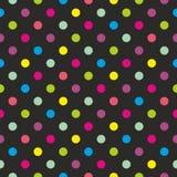 Διανυσματικό σχέδιο κεραμιδιών με τα ζωηρόχρωμα σημεία Πόλκα στο μαύρο υπόβαθρο ελεύθερη απεικόνιση δικαιώματος