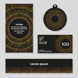 Διανυσματικό σύνολο εμβλήματος, κάρτα, πρότυπα ετικετών με τα χρυσά σημεία στο μαύρο υπόβαθρο Στοκ Εικόνες