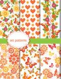 Διανυσματικό σύνολο σχεδίων με τις πεταλούδες και τα λουλούδια Στοκ εικόνα με δικαίωμα ελεύθερης χρήσης