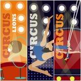 Διανυσματικό σύνολο εμβλημάτων έννοιας τσίρκων Οι ακροβάτες και οι καλλιτέχνες εκτελούν παρουσιάζουν στο χώρο Στοκ εικόνα με δικαίωμα ελεύθερης χρήσης