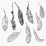 Διανυσματικό σύνολο τυποποιημένων φτερών πουλιών Συλλογή των φτερών για τη διακόσμηση Γραπτό σχέδιο με το χέρι γραμμική τέχνη Στοκ Εικόνα