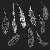 Διανυσματικό σύνολο τυποποιημένων φτερών πουλιών Συλλογή των φτερών για τη διακόσμηση Γραπτό σχέδιο με το χέρι γραμμική τέχνη Στοκ φωτογραφίες με δικαίωμα ελεύθερης χρήσης