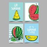 Διανυσματικό σύνολο φωτεινών θερινών καρτών Όμορφες θερινές αφίσες με το καρπούζι Στοκ Εικόνα