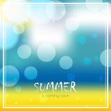 Διανυσματικό υπόβαθρο θαμπάδων με το κείμενο Το καλοκαίρι έρχεται σύντομα Seascape παραλιών σχέδιο ελεύθερη απεικόνιση δικαιώματος