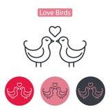 Διανυσματικό χαριτωμένο ζεύγος των πουλιών με την καρδιά Στοκ εικόνα με δικαίωμα ελεύθερης χρήσης