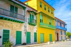 Διαποτισμένα σπίτια fosada στις κουβανικές πόλεις στοκ φωτογραφίες με δικαίωμα ελεύθερης χρήσης