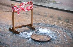 διαρροή κινδύνου συνόρων κοντά στο ύδωρ ο Στοκ φωτογραφία με δικαίωμα ελεύθερης χρήσης