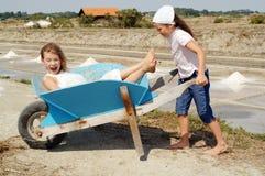 διασκέδαση που έχει τα κατσίκια Στοκ εικόνες με δικαίωμα ελεύθερης χρήσης