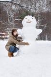 διασκέδαση που έχει τη χειμερινή γυναίκα Στοκ Εικόνα