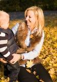διασκέδαση που έχει mom στοκ φωτογραφία με δικαίωμα ελεύθερης χρήσης