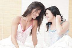 διασκέδαση φίλων που έχει από κοινού στοκ εικόνες με δικαίωμα ελεύθερης χρήσης