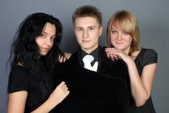 διασκέδαση φίλων που έχε&iot Στοκ Φωτογραφίες