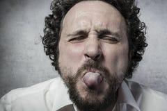 Διασκέδαση, άτομο στο άσπρο πουκάμισο με τις αστείες εκφράσεις Στοκ Φωτογραφίες