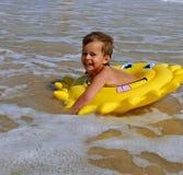 Κολύμβηση παιδιών Στοκ εικόνα με δικαίωμα ελεύθερης χρήσης