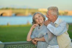 Διασκεδάζοντας ηλικιωμένο ζεύγος Στοκ Εικόνες