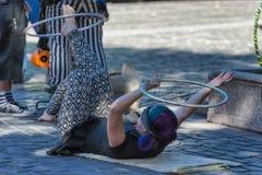 Διασκεδαστής οδών στεφανών Hula στην πλατεία Ankeny, Πόρτλαντ Στοκ εικόνες με δικαίωμα ελεύθερης χρήσης
