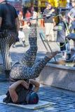 Διασκεδαστής οδών στεφανών Hula στην πλατεία Ankeny, Πόρτλαντ Στοκ φωτογραφία με δικαίωμα ελεύθερης χρήσης