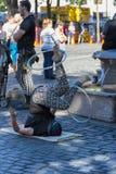 Διασκεδαστής οδών στεφανών Hula στην πλατεία Ankeny, Πόρτλαντ Στοκ Φωτογραφία