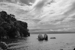 Διασπασμένος βράχος της Apple στο εθνικό πάρκο του Abel Tasman Στοκ Φωτογραφίες