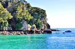 Διασπασμένος βράχος της Apple στο Abel Tasman Στοκ φωτογραφίες με δικαίωμα ελεύθερης χρήσης