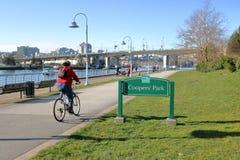 Διαστήματα και ποδηλάτης του Βανκούβερ πράσινα Στοκ φωτογραφία με δικαίωμα ελεύθερης χρήσης