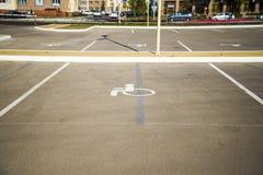 Διαστήματα χώρων στάθμευσης για τα με ειδικές ανάγκες άτομα Στοκ φωτογραφίες με δικαίωμα ελεύθερης χρήσης