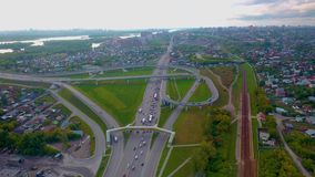 Διασταύρωση κυκλικής κυκλοφορίας κύκλων κυκλοφορίας διατομής οδών πόλεων Hyperlapse στο Novosibirsk απόθεμα βίντεο
