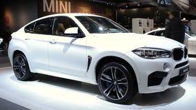 Διασταύρωση SUV πολυτέλειας της BMW X6 Μ απόθεμα βίντεο