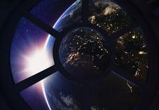 Διαστημική σκηνή σταθμών Porthole Στοκ φωτογραφία με δικαίωμα ελεύθερης χρήσης