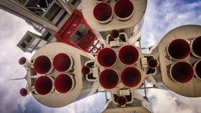 Διαστημικός πύραυλος στη εξέδρα εκτόξευσης πυραύλων Στοκ Εικόνα