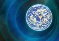 Διαστημικός πλανήτης με τα φω'τα νεφελώματος υπόβαθρα ουρανού κόσμου Στοκ Φωτογραφία