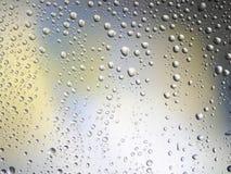 Διαστημικό ουράνιο τόξο γυαλιού βροχής υποβάθρου χρώματος πτώσεων νερού Στοκ φωτογραφίες με δικαίωμα ελεύθερης χρήσης